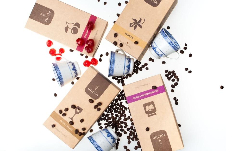 Kawa aromatyzowana to naturalna kawa, której zapach został pogłębiony przez wprowadzenie nowych aromatów, np. wanilii, czekolady, orzechów. Smak kawy pozostał jednak naturalny