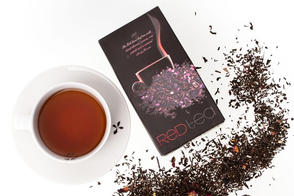 Aurile JOY RED TEA Herbata czerwona Pu-erh z dodatkiem suszonych owoców wiśni, aronii oraz płatków róży i naturalnym aromatem wiśniowym