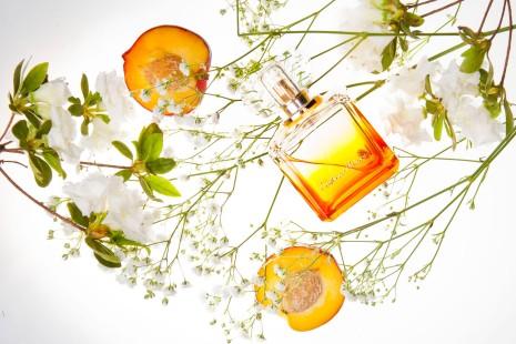 FM 283 Federico Mahora. Charakter: prowokujący, słodki. Nuta głowy: nektarynka, czarna porzeczka, brzoskwinia. Nuta serca: kwiat pomarańczy, dzika orchidea. Nuta bazy: piżmo, bursztyn. Rodzina zapachowa: kwiatowa. Typ: słodkie.