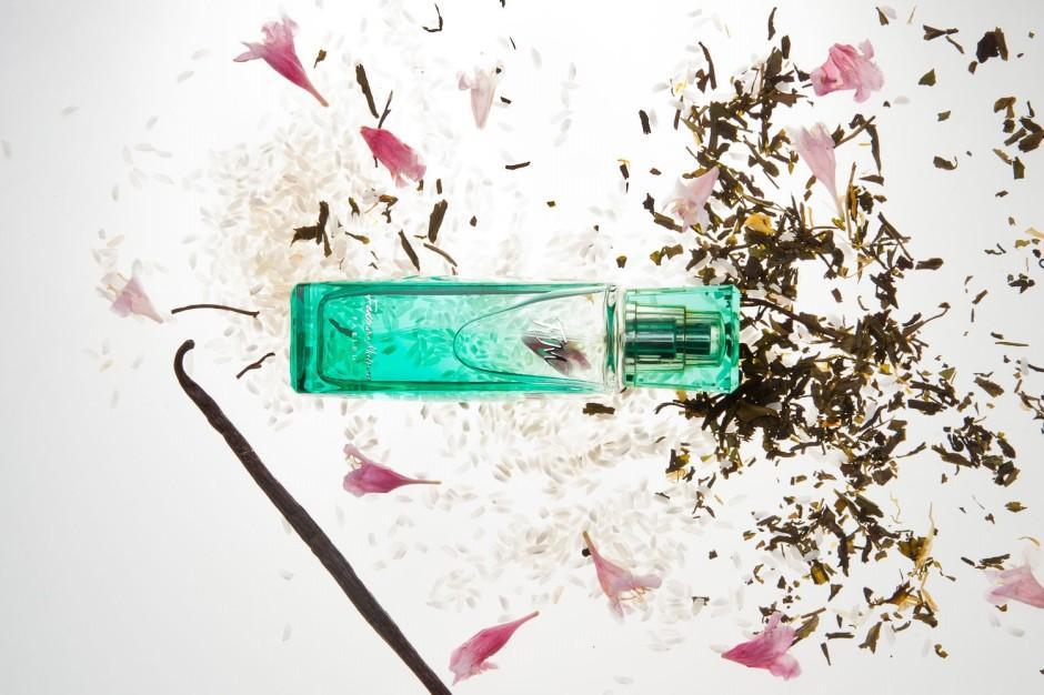 FM 149 Federico Mahora Charakter: radosny i zmysłowy Nuta głowy: biała herbata, ryż basmati Nuta serca: kwiat wiśni, frangipani, heliotrop Nuta bazy: piżmo, drewno tanaka, kadzidło, wanilia Rodzina zapachowa: Szyprowa Typ: Zmysłowe